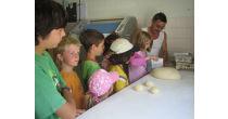 Zopfbacken in der Bäckerei Kleinstein