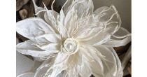 Papiergarn-Blüte: Federleichte Dekoration für alle Fälle