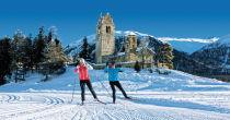 S'adonner au ski de fond dans la nature enneigée