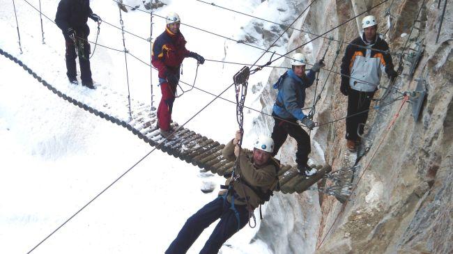 Klettersteig Schweiz : Winter klettersteig «gorge alpine» schweiz tourismus